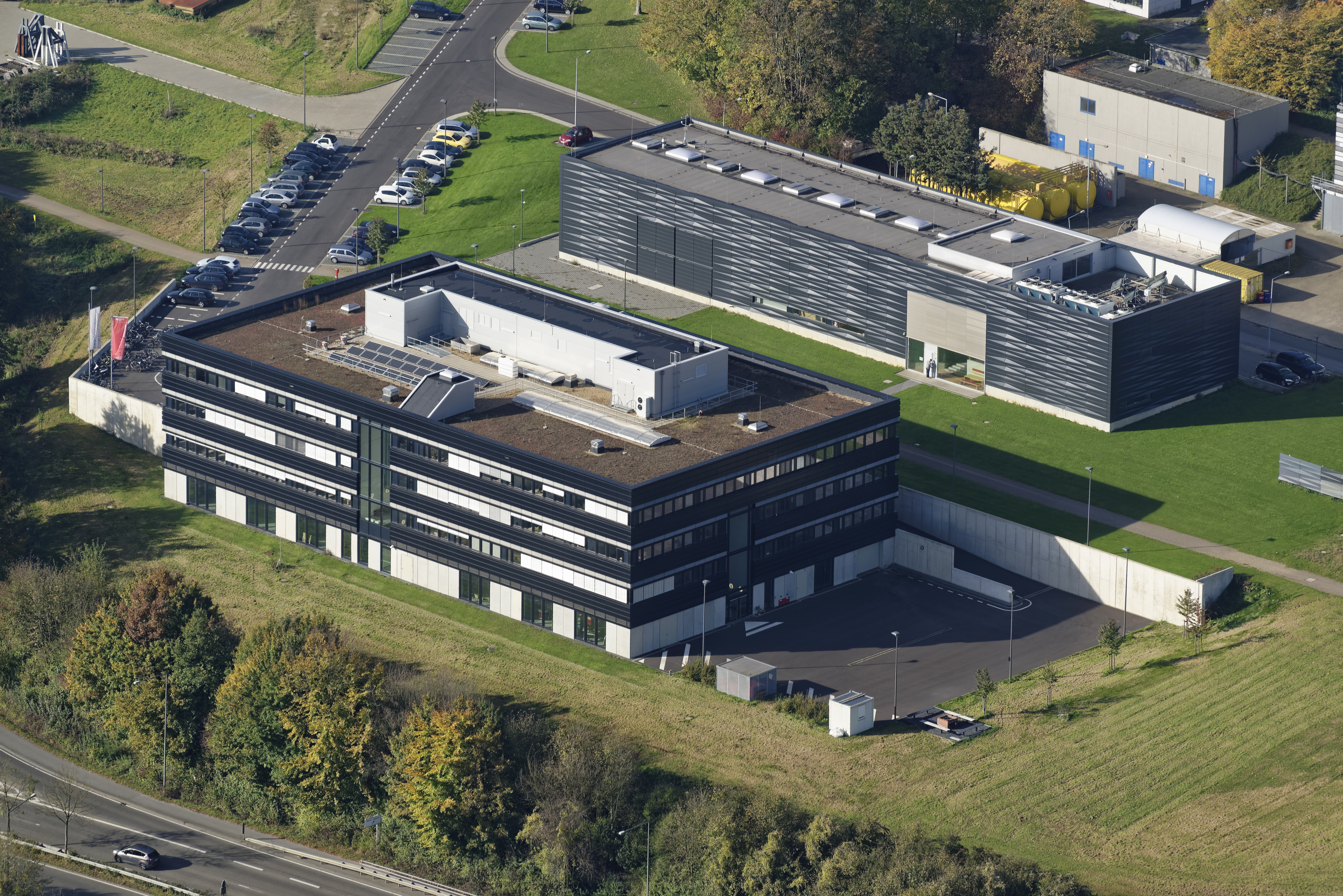 Image flight of the E.ON ERC building