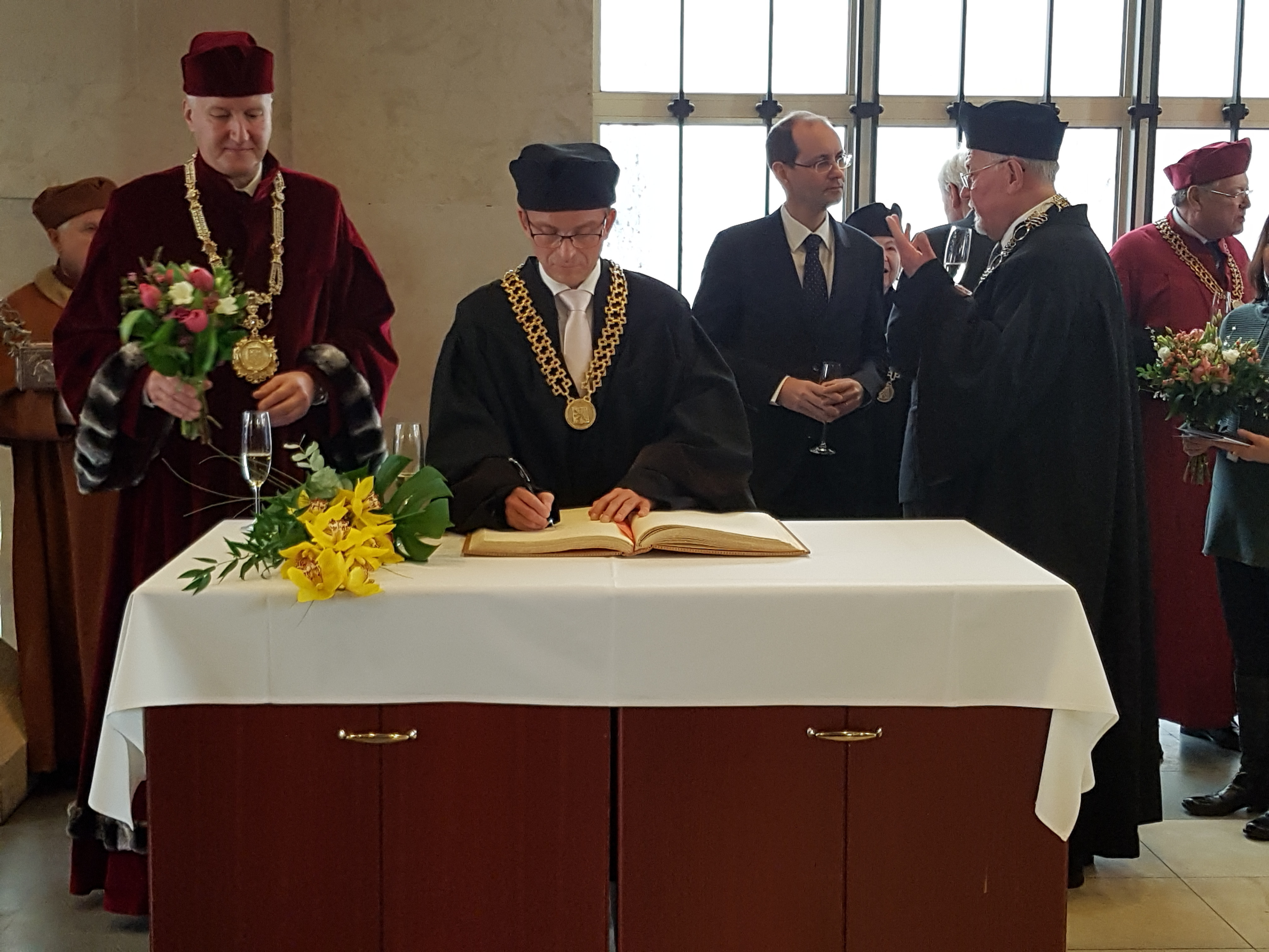 Prof. Leonhardt receives Honorary Doctorate